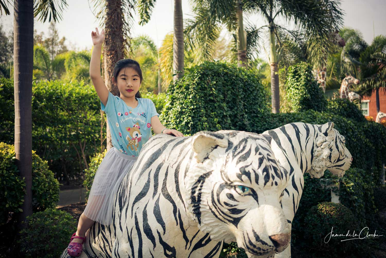 children_with_white_tiger