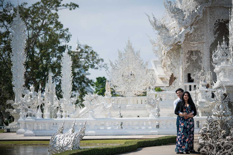 beautiful white temple chiang rai