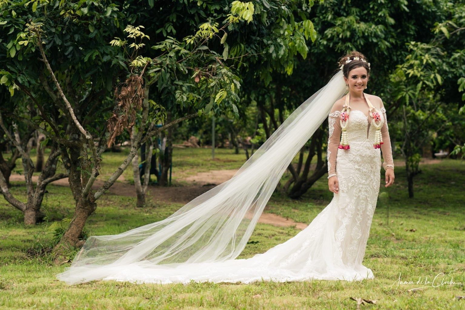 Natural wedding portrait in Chiang Mai