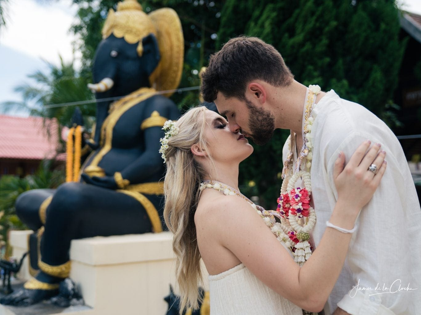 The kiss before Ganesh